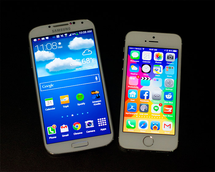 Comparativa iPhone 6 vs Samsung Galaxy S5 blancos